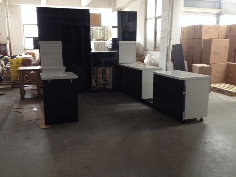 Lacquering  kitchen furnitures