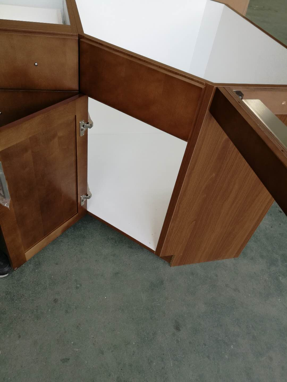 maple base coner cabinets design