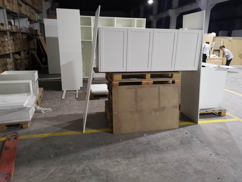 wooden shaker upper cabinets